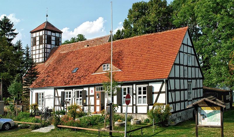 Museum Schönermark Außenansicht und Kirche